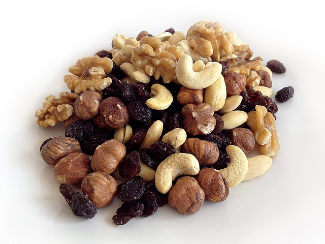 walnuts and cashews-mood-boosting-food